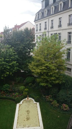 Grand Hotel La Cloche Dijon - MGallery Collection : view from window