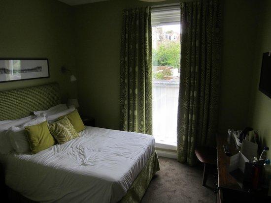 2 Crescent Gardens: Room 4