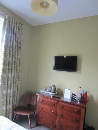 2 Crescent Gardens: Room 4.