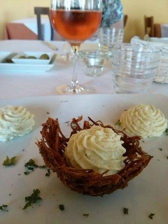 La Campanella: baccalà mantecato con cestino di patate