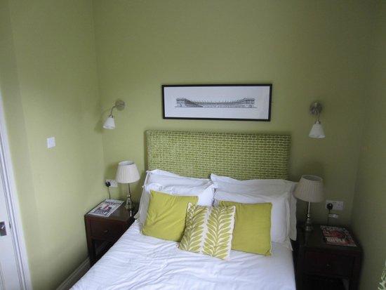 2 Crescent Gardens: Room 4.  Bed.  Lovely decor