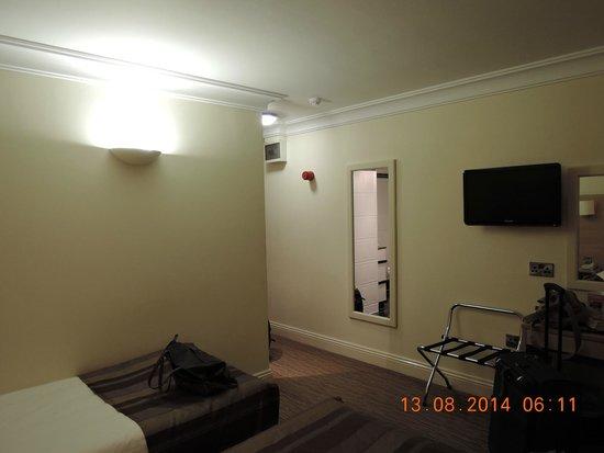 The Fleet Street Hotel: camera