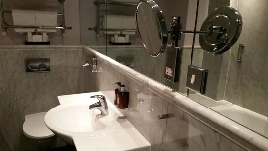 Radisson Blu Edwardian Grafton Hotel: Bathroom