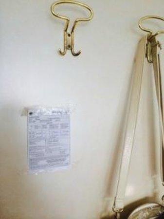 Hotel Ariston: tabella tariffe con adesivo
