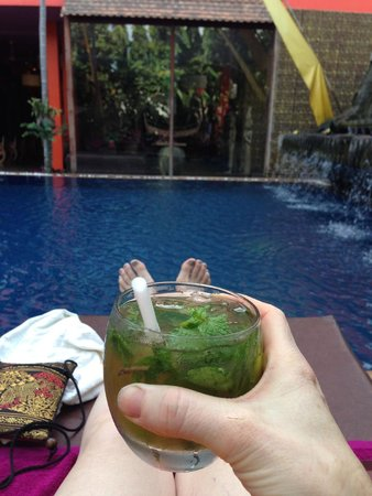 Golden Temple Hotel: Mojito time by the pool