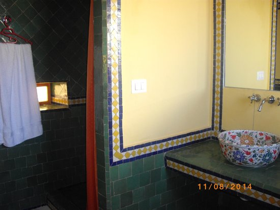 Sale, Morocco: la douche xxl de la suite Zafran