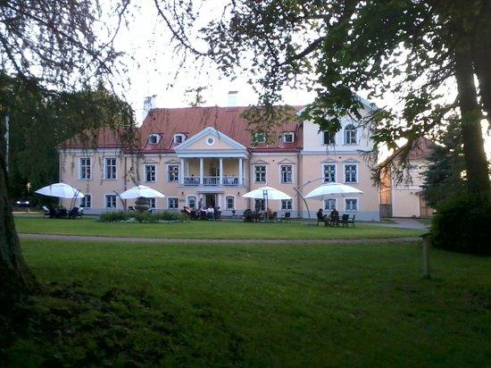 Vihula Manor Country Club & Spa: Edificio principal en donde esta el restaurante y otros servicios.