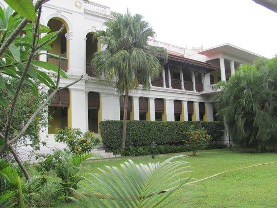 Royal Orchid Metropole Hotel : Garden view