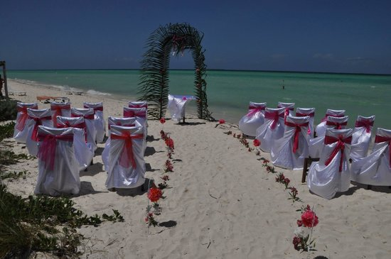 Sol Cayo Guillermo: Perfect wedding setting