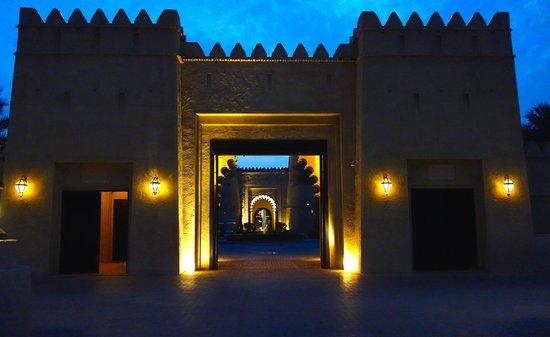 Qasr Al Sarab Desert Resort by Anantara: Qasr Al Sarab main entrance gate to the hotel