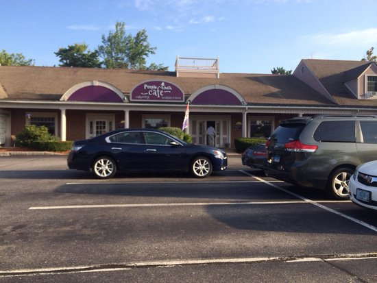 Purple Finch Cafe: Front