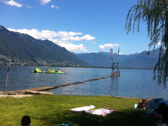 Lido Locarno: Lake swimming area with fun floating platform and diving tower