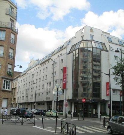 Ibis Paris Alesia Montparnasse 14eme: Ibis Alesia Hotel from the main road
