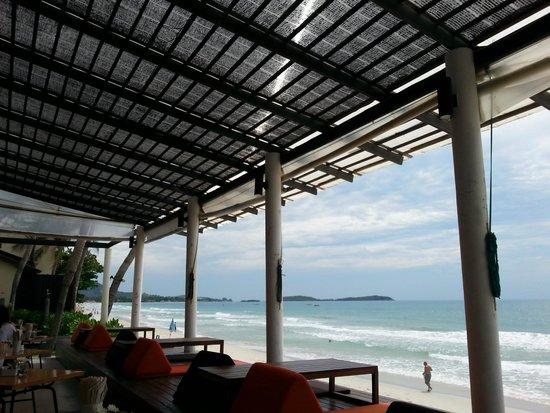Baan Talay Resort : המסעדה של המלון עם הנוף לים
