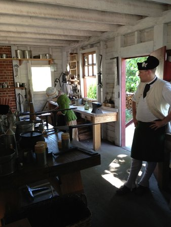Colonial Williamsburg : Tinsmith
