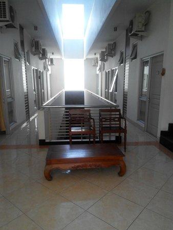 Hotel Poncowinatan: 2nd Floor