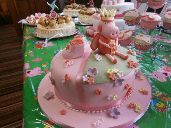 Raffles Coffee Lounge: My Granddaughter's Christening Cake