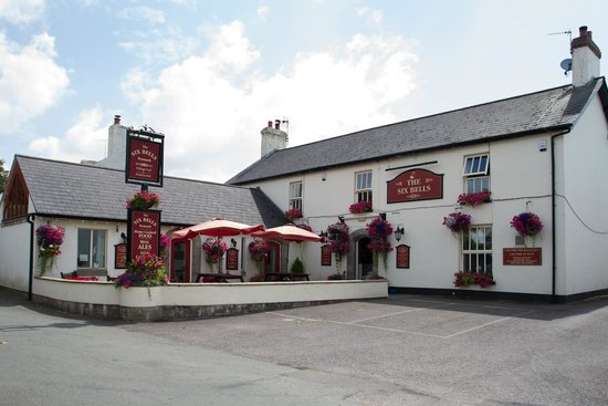 ‪The Six Bells Village Pub & Restaurant‬
