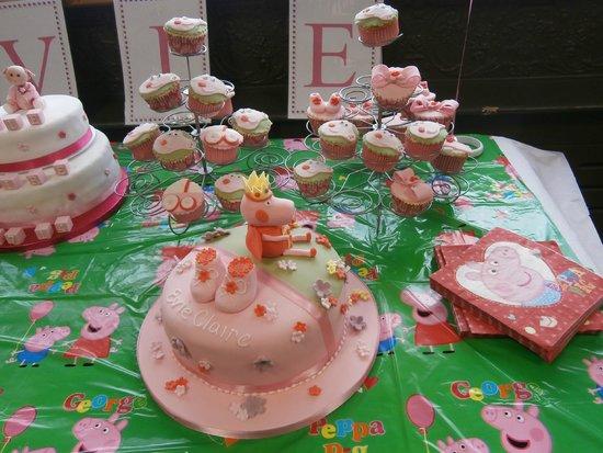 Raffles Coffee Lounge: Cupcakes and Christening Cake