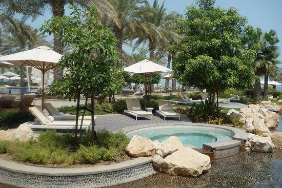 Park Hyatt Abu Dhabi Hotel & Villas : Pool area