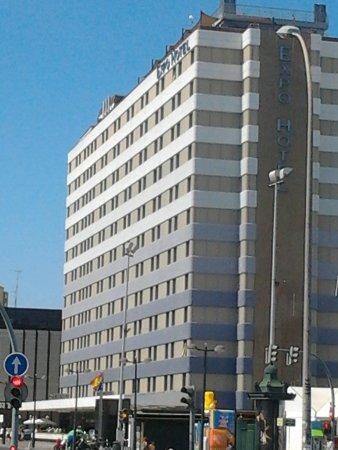 Expo Hotel Valencia: vista dall'uscita della metro