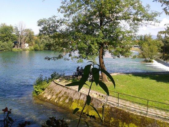 Paviljon: Vista dalla terrazza del ristorante sul fiume Una