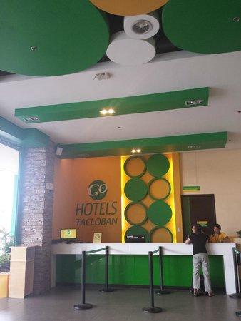 Go Hotels Tacloban: The lobby