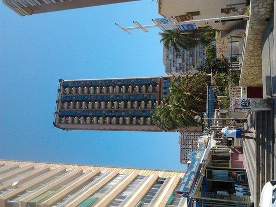 Apartamentos Oasis Benidorm : vista dalla spiaggia