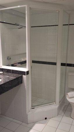 Crowne Plaza Perth: Bathroom