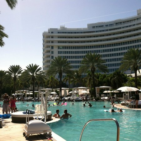 Fontainebleau Miami Beach: view looking back at resort