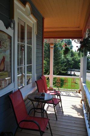La terrasse picture of auberge du chemin du roy for Auberge maison deschambault