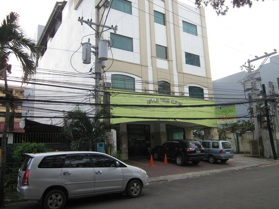 Apple Tree Suites Cebu: the entrance