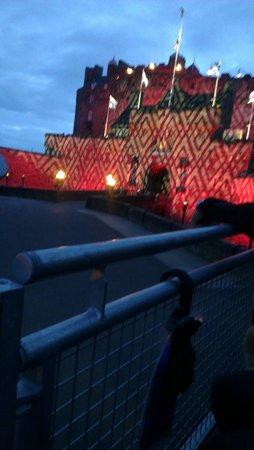 The Royal Edinburgh Military Tattoo : Castle in spotlight