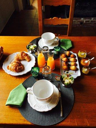 Cintegabelle, Francia: Petit déjeuner chic