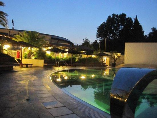 Hotel Slovenska Plaza: Вечер у бассейна