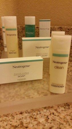 Homewood Suites by Hilton Portland: Neutrogena bath products complimentary