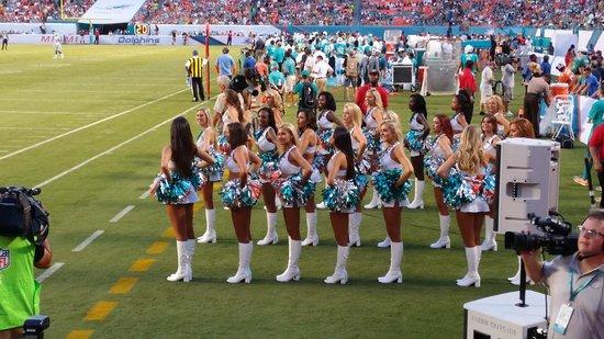 Sun Life Stadium: the cheerleaders
