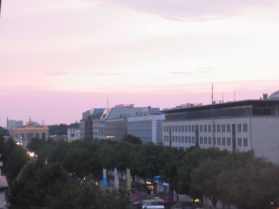 The Westin Grand Berlin: 部屋からブランデンブルク門も