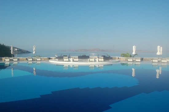 Mykonos Grand Hotel & Resort : The pool and view over the Aegean Sea