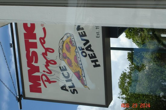 Mystic Pizza : Outside sign