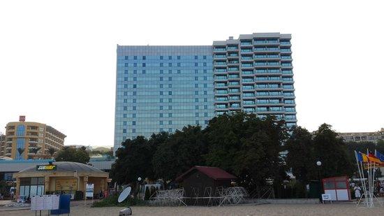 INTERNATIONAL Hotel Casino & Tower Suites : Hotel facade