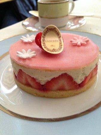 Ladurée Paris Bonaparte : Fraisierというケーキ。
