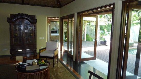 Kayumanis Nusa Dua Private Villa & Spa: Living room