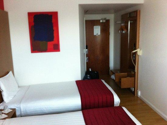 pentahotel Warrington: two room view