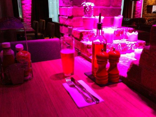 pentahotel Warrington: Bar and restaurant