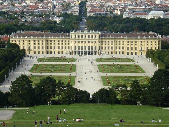 Schloss Schönbrunn: View of Palace from top of Gloriette