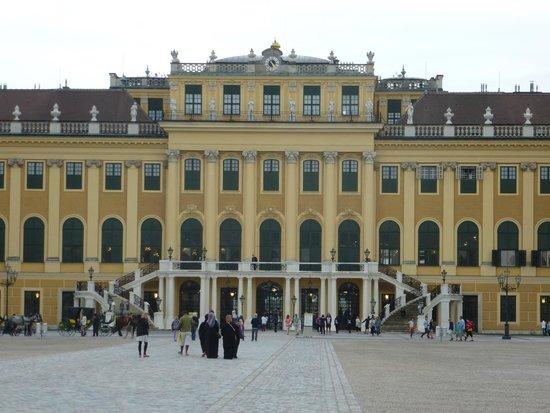 Palacio de Schönbrunn: PALACE - front view