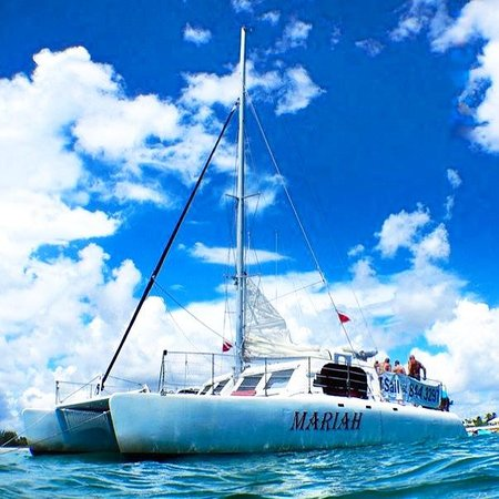 Catamaran Mariah of Palm Beach: The Mariah sits at anchor during a recent snorkel adventure.