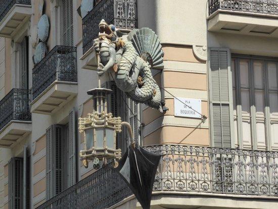 Las Ramblas: Dragon Lights