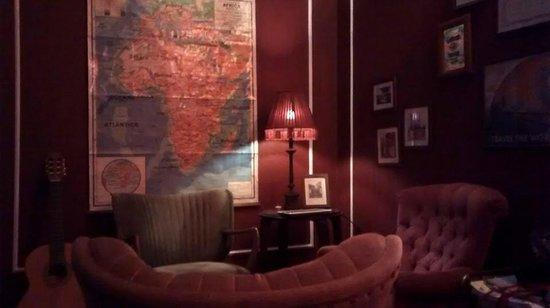 Home Lisbon Hostel: Living room